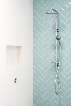 Caroma Urbane Multifunktions-Brausestange mit Kopfbrause - sweet Home - Badezimmer Modern Small Bathrooms, Modern Bathroom Design, Amazing Bathrooms, Modern Bedroom, Small Bedrooms, Contemporary Bathrooms, Bathroom Interior Design, Modern Design, Bad Inspiration