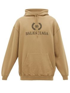 BALENCIAGA Laurier BB logo-print cotton hooded sweatshirt. #balenciaga #cloth Gucci Sweatshirt, Bb Logo, Mens Sweatshirts, Hoodies, Balenciaga Mens, Simple Outfits, Printed Cotton, Casual, Madrid