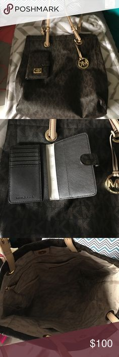 Michael Kors tote and wallet In great condition barely used tote and wallet combo! KORS Michael Kors Bags Totes
