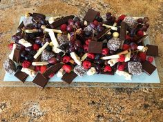 Chocolate graze platter Party Dishes, Party Platters, Cheese Platters, Food Platters, Dessert Platter, Dessert Table, Delicious Desserts, Dessert Recipes, Yummy Food