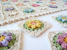 This flower granny square is easy to make, and very decorative.