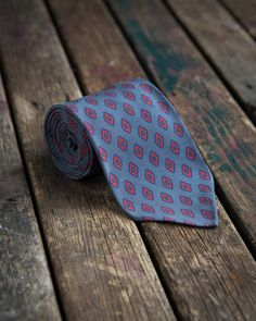 In webshop now!  This grey ancient madder tie is my personal favourite from the collection.  8.5 cm wide and untipped with handrolled edges. Made in Italy.  80 EUR    www.olof1982.com    Link in bio    #olof1982 #tweedandflannel #tie #handmade #madeinitaly #sartorial #style #menswear