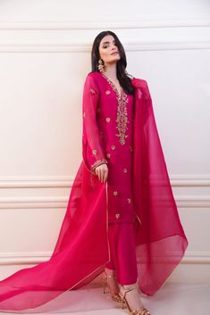 Turn heads in this beautiful ruby rose tone, enhanced with delicate handmade petals,resham, crystals, Dabka and sequins. Pakistani Fashion Party Wear, Pakistani Formal Dresses, Pakistani Dress Design, Pakistani Outfits, Indian Dresses, Indian Fashion, Women's Fashion, Stylish Dress Designs, Stylish Dresses
