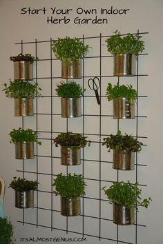 Indoor Herb Garden. Verticaal tuinieren in een kleine tuin of op het balkon. #verticaal_tuinieren #platen_op_muur #vertical_gardening #balcony_gardening #balkon_tuin