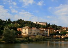 The south side of the Arno, Florence Copyright @ TheDaydreamingTourist www.thedaydreamingtourist.com