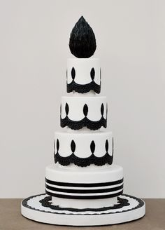 A very bold #black and #white #wedding #cake