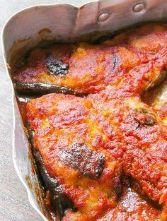 Le melanzane ripiene, un ottimo modo per usare il pane avanzato trasformandolo in un ottimo secondo piatto.