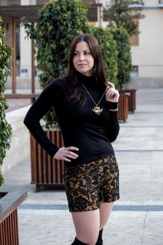 Alex Llana nos deleita con este look en su blog  ¡Nos encanta!  http://bogabyalexllana.blogs.elle.es/blackandgold/