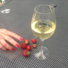 White Wine, Alcoholic Drinks, Rose, Glass, Pink, Drinkware, Corning Glass, White Wines, Liquor Drinks