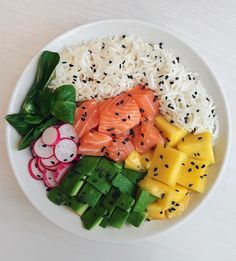 Healthy Recipes Poke Bowl 1 or ⠀ Salmon Rainbow Pokebowl I'm a big fan of pokes so I thought I'd definitely - Health and Nutrition Fitness Logo, Health Fitness, Riced Veggies, Cooking Light Recipes, Clean Eating, Healthy Eating, Poke Bowl, Good Foods To Eat, Food Hacks