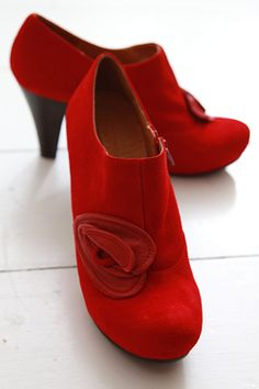 love red shoes!!!