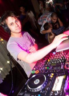 Just tell ya one thing: Arrependimento eterno por não ter ido no DJ Set dele no Yatch. Sem mais.