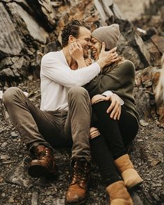 Couple Outfits For Pictures What To Wear Winter Engagement Photos, Engagement Photo Poses, Engagement Outfits, Engagement Pictures, Country Engagement, Fall Engagement, Surprise Engagement, Engagement Inspiration, Engagement Shoots