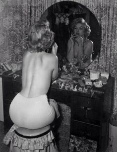 Marilyn Monroe's vanity. I want a vintage one like this!