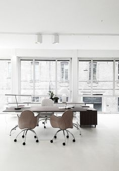 RMD Blog: White and minimal space office. Perfect.