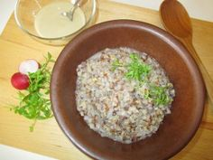 Buchweizenbrei mit Wasser zubereitet als russisches Frühstück - http://www.jutta-bruhn.de/kasha-brei-aus-buchweizen/