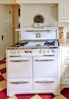 Retro Kitchen Oven and Stove | Hammer & Hand