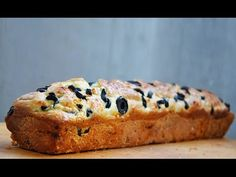 This gluten-free bread with olives and red pesto is an easy appetizer recipe with intense flavors and moist texture. This is savory appetizer bread recipe. Bread Appetizers, Easy Appetizer Recipes, Easter Recipes, Gluten Free Recipes, Bread Recipes, Nut Recipes, Healthy Recipes, Red Pesto, Food Cravings