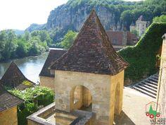 La Roque-Gageac (Dordogne), l'un des Plus Beaux Villages de France Beauty Around The World, Around The Worlds, Monuments, France Area, La Roque Gageac, Places To Travel, Places To Visit, Lascaux, Canal Du Midi