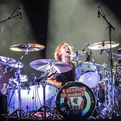 Ashton Irwin, Rock Out With Your Socks Out tour ROWYSO, Amsterdam. 5SOS, 5 Seconds of Summer.
