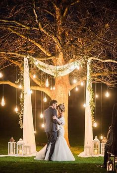 15 Budget Friendly Wedding Backdrops and Arches with Trees for Outdoor Weddings nacht hochzeit hintergrund ideen mit lichtern Wedding Night, Wedding Bells, Outdoor Night Wedding, Wedding Hair, Outdoor Wedding Lights, Indoor Wedding Arches, Fall Wedding Arches, Light Wedding, Sunset Wedding