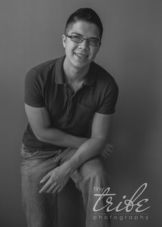High school senior guy portraits indoors by Tiny Tribe Photography in Houston, TX.  832.736.8469 | info@houstontxphotography.com