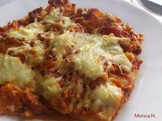 Výborné lasagne                                 Připravíme si masovou směs: osmažíme na jemno nakrájenou cibuli a česnek nakrájený na plátky do zlatohněda. Poté přidáme mleté maso a necháme je... Musaka, Cooking Recipes, Healthy Recipes, Polish Recipes, Russian Recipes, Cauliflower, Cabbage, Pizza, Vegetables