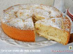 La Torta con crema alle mele e nocciole piacerà così tanto in famiglia che sparirà in un attimo. Ottima dalla colazione alla merenda.