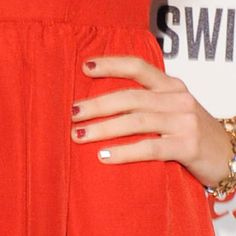 Taylor Swift before she turns on the Christmas Lights at Westfield Shepherd's Bush in London, England on November Taylor Swift Nails, Taylor Swift Red, Best Acrylic Nails, White Nails, Short Nails, Nail Inspo, Her Style, Hands, Sexy