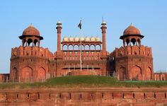 Constructed in 1648, Red Fort was the residence of the Mughal Emperor for nearly 200 years. On 15th August 1947, Jawaharlal Nehru raised the flag of the Independent India above the Lahore Gate of Red Fort. The fort is considered to be one of the most iconic places in India & a national heritage. #Delhi #IncredibleIndia
