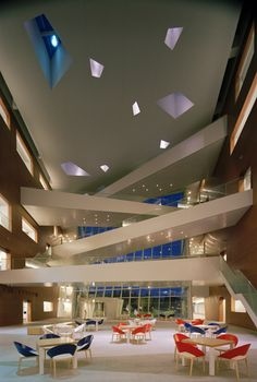 Astellas Research Center - Tsukuba, Japan :: Taisei Design _ using gallery as a dynamic sirculation space Retail Interior Design, Interior And Exterior, Interior Decorating, Classical Architecture, Interior Architecture, Office Space Design, Bridge Design, Design Research, Interior Lighting