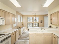 Open floor plan is immaculate and ready to move in. Luxurious living for Gainey Ranch residents.