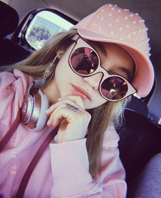 """""""Today my day is Pink"""" 💓👄👚🦄🌸🎀 Disney Channel, Sou Luna Disney, Marvel Comics, Cimorelli, Dove Cameron, Live Action, American Actress, Ariana Grande, Mirrored Sunglasses"""