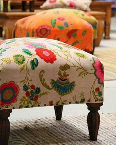 ESTAMPADAS What is Decoration? Decoration is the art of decorating the inner and exterior of the building type buildings … Funky Furniture, Furniture Makeover, Painted Furniture, Home Furniture, Furniture Design, Indian Home Decor, Diy Home Decor, Home And Deco, Upholstered Furniture
