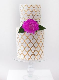 Stylish Wedding Cakes With Classical Details
