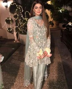 New dress wedding pakistani colour 50 Ideas - Prom Dresses Design Net Dresses Pakistani, Trajes Pakistani, Pakistani Frocks, Shadi Dresses, Pakistani Party Wear, Pakistani Wedding Outfits, Pakistani Couture, Pakistani Dress Design, Indian Dresses