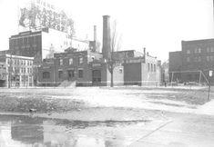 Le marché-à-foin situé à l'angle des rues St-Paul et de l'Inspecteur au milieu des années 1940