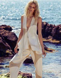 Melissa Tammerijn Beautiful at the Beach for Elle Russia #melissatammerijn   #xavigordo   #fashion   http://www.bliqx.net/melissa-tammerijn-beach-beauty-xavi-gordo-elle-russia/