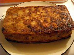 La meilleure recette de Gâteau de pain Grand-Mère! L'essayer, c'est l'adopter! 4.6/5 (25 votes), 60 Commentaires. Ingrédients: Une baguette de pain rassis,1/2 litre de lait,2 sachets de sucre vanille,5 oeufs,50g de raisins secs,130g de sucre en poudre,1 petit verre de Rhum,1 cuil,à soupe de la canelle,beurre(pour le moule). Cake Factory, Cake & Co, French Food, Sweet Cakes, Biscuits, Banana Bread, French Toast, Food And Drink, Dinner