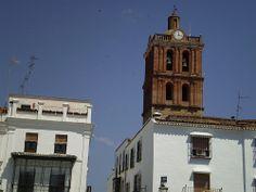 Altiva, la torre de la parroquia Nuestra Sra de la Candelaria (Colegiata mayor en el siglo XVI) nos recuerda el paso del tiempo.