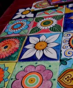 cuanto colorrrrrrrrr Painting Ceramic Tiles, Clay Tiles, Ceramic Art, Mosaic Garden, Mosaic Art, Mosaic Projects, Art Projects, Buddha Canvas, Mexican Pattern