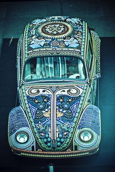 ✮ Mosaic VW Bug. This is Mexican art made by hand with small beads, pasted together, one by one, with a special wax. The result is simply amazing!!