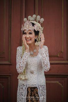 Pernikahan Tema Rustic Glam ala Andra dan Chika - owlsome of wedding indonesia Kebaya Wedding, Muslimah Wedding Dress, Javanese Wedding, Indonesian Wedding, Rustic Wedding Gowns, Wedding Looks, Wedding Attire, Wedding Outfits, Wedding Inspiration