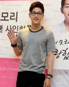 "kotakkisah: "" Song Joong Ki for Tony Moly ^^ "" Park Hae Jin, Park Seo Joon, Descendants, Korean Celebrities, Korean Actors, Song Joong Ki Birthday, Soon Joong Ki, Kdrama, Park Bogum"