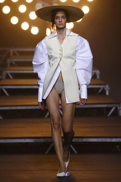 Simon Porte Jacquemus took a big step forward, trading high concept for proper clothes and a distinctive silhouette which looked purposefully of the past. Fashion 2017, Runway Fashion, Fashion Art, Fashion Beauty, Fashion Show, Fashion Dresses, Womens Fashion, Fashion Design, Balenciaga