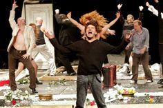 """Considerada um dos eventos mais importantes da cena teatral paulistana, a """"MITsp – Mostra Internacional de Teatro de São Paulo"""" oferece uma residência artística gratuita de três semanas com o diretor russo Yuri Butusov."""