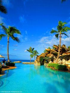 Relax in the Hawaiian sunshine at this amazing infinity pool at Disney Aulani Resort, Ko Olina, Hawaii. #disney #hawaii #aulani