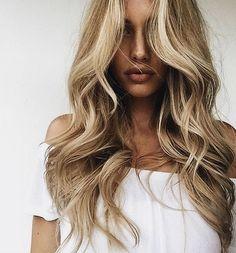 Long blonde curls, summer hair highlights