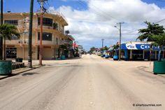 A deserted Taufa'ahau Rd, in Nukualofa, Tonga. Tonga, Countries Of The World, New Zealand, Street View, Australia, Country, Maori, Rural Area, Country Music