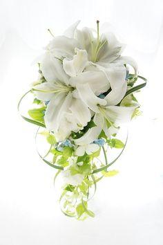 ユリのキャスケード~ブルーの小花をのぞかせて の画像|ウェディングブーケのアトリエIN横浜 ROSEDECO